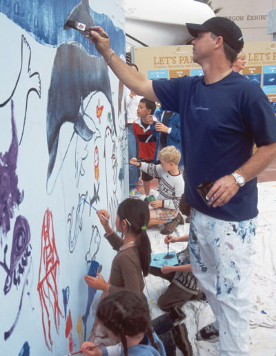 Wyland with elementary school students